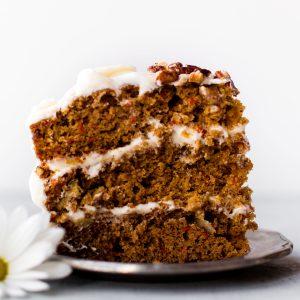کیک گردو و هویج و دارچین